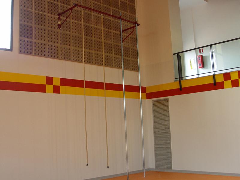 Interesting palco di salita with arredamento palestra for Arredamento palestra